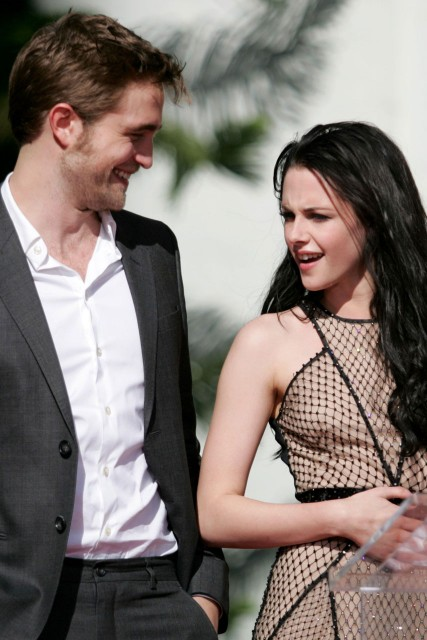robert pattinson and kristen stewart are they dating