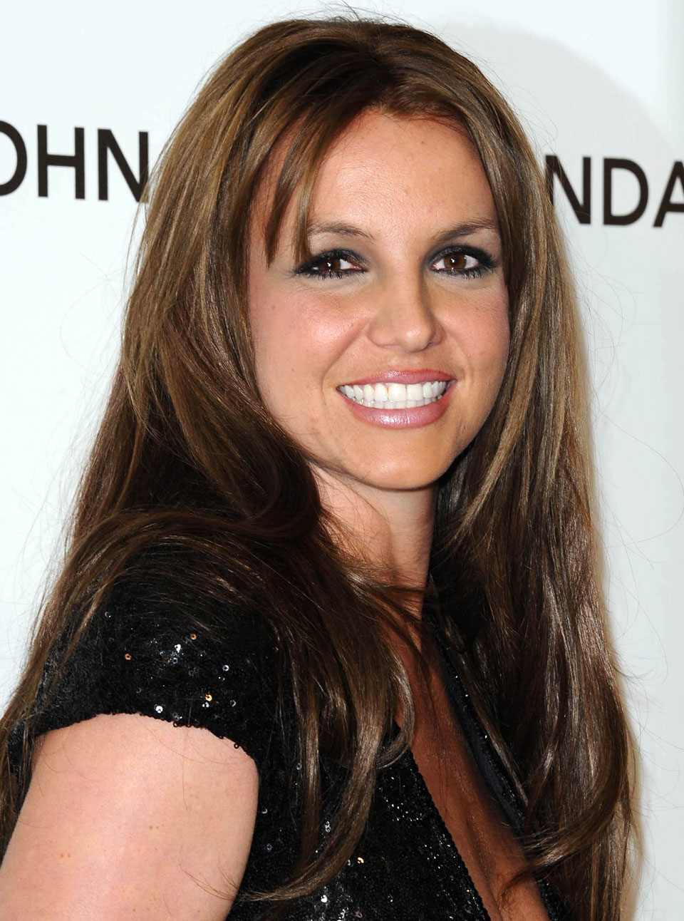 Britney Spears debuts brown hair at the Oscar after ...